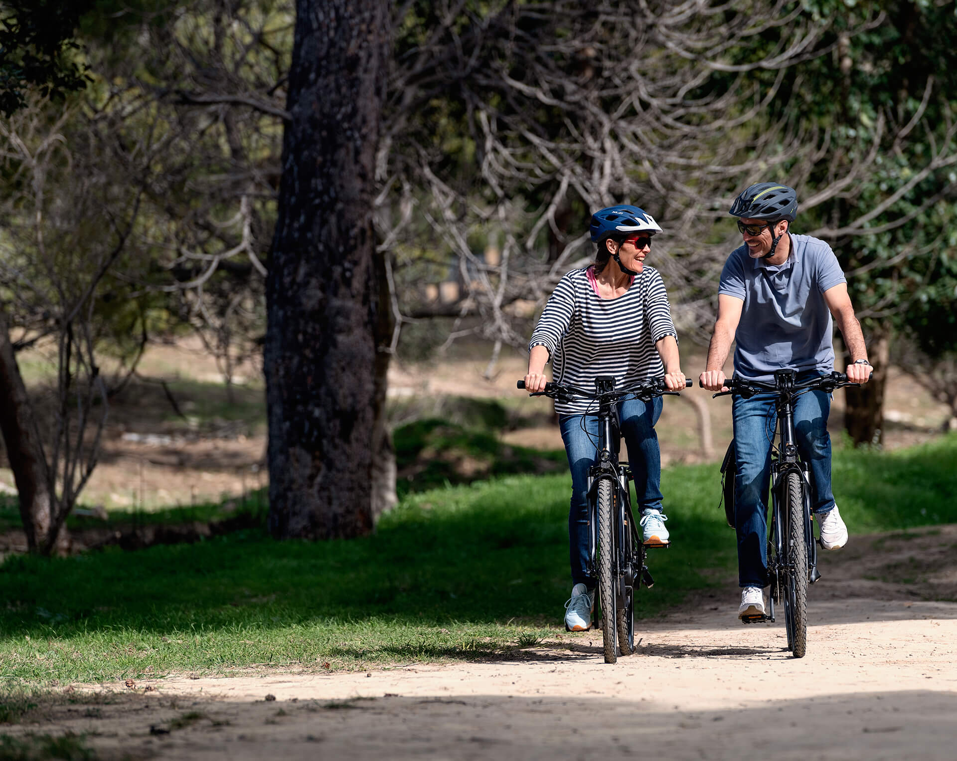 Couple on Winora trekking e-bikes